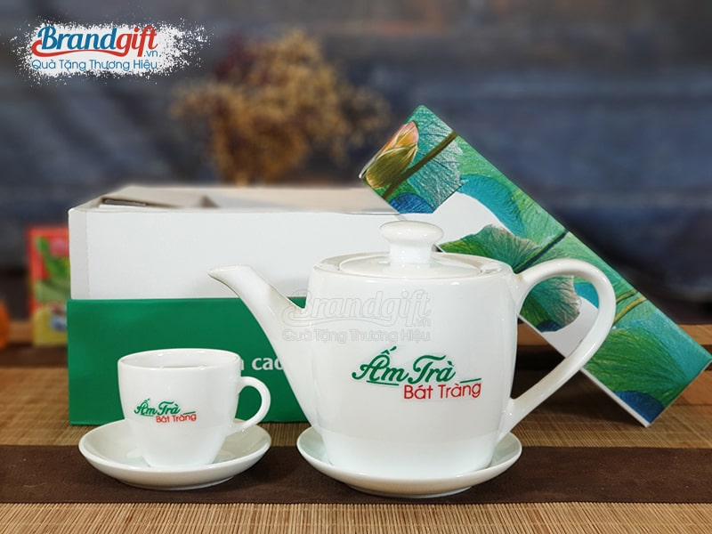 Bộ ấm trà sứ trắng kèm hộp quà